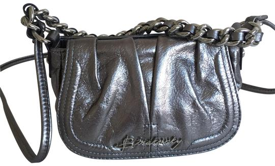 Preload https://img-static.tradesy.com/item/25872529/b-makowsky-silver-leather-cross-body-bag-0-1-540-540.jpg