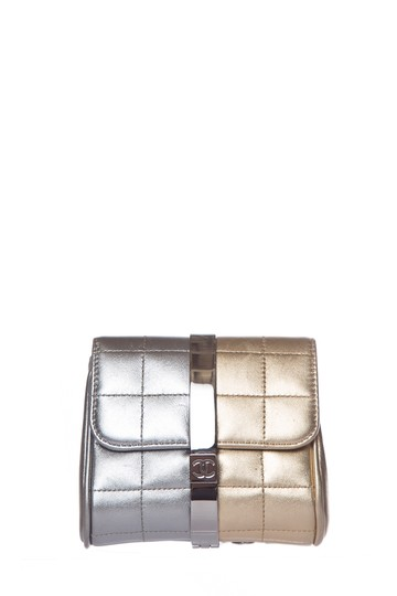 Preload https://img-static.tradesy.com/item/25875195/chanel-metallic-lambskin-gold-and-silver-leather-clutch-0-0-540-540.jpg