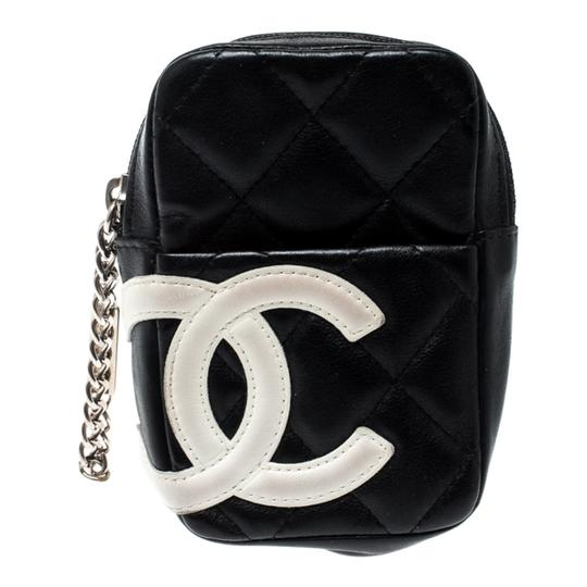 Preload https://img-static.tradesy.com/item/25876907/chanel-cambon-blackwhite-quilted-leather-ligne-phone-case-tech-accessory-0-0-540-540.jpg
