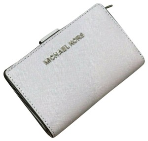 Michael Kors Michael Kors Jet Set Travel Leather Bifold Zip Coin Wallet In Lilac