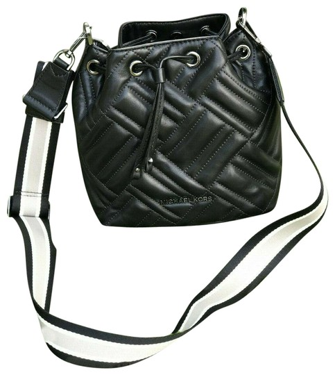 Preload https://img-static.tradesy.com/item/25877765/michael-kors-bucket-xs-peyton-quilted-in-black-leather-cross-body-bag-0-1-540-540.jpg