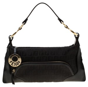 4d9400ac Fendi Shoulder Bags - Up to 70% off at Tradesy
