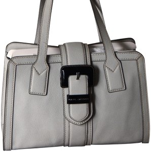 Marc Jacobs Pebbled Leather Belted Buckle Logo Embellished Tote in Light Grey