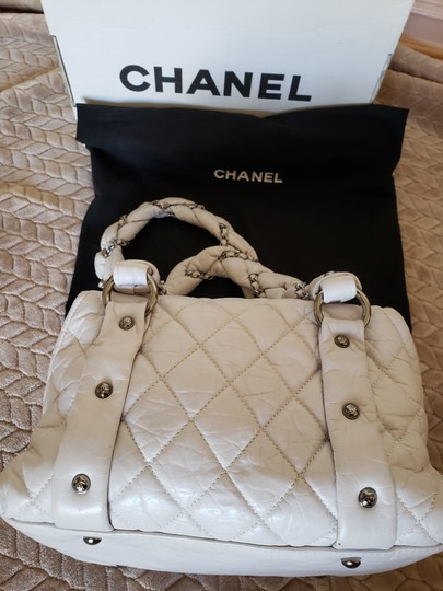 Chanel Tote in White Image 9
