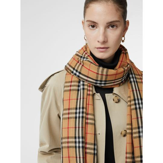 Burberry AUTHENTIC NEW Vintage Check Lightweight Cashmere Scarf Image 3