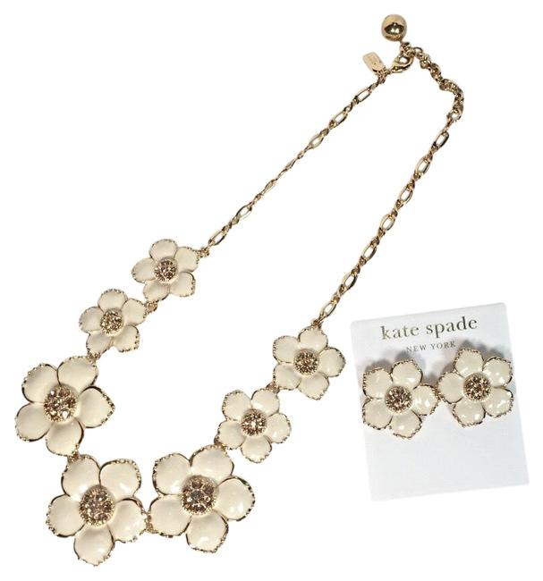 Item - Ivory Flower Necklace & Earring Set
