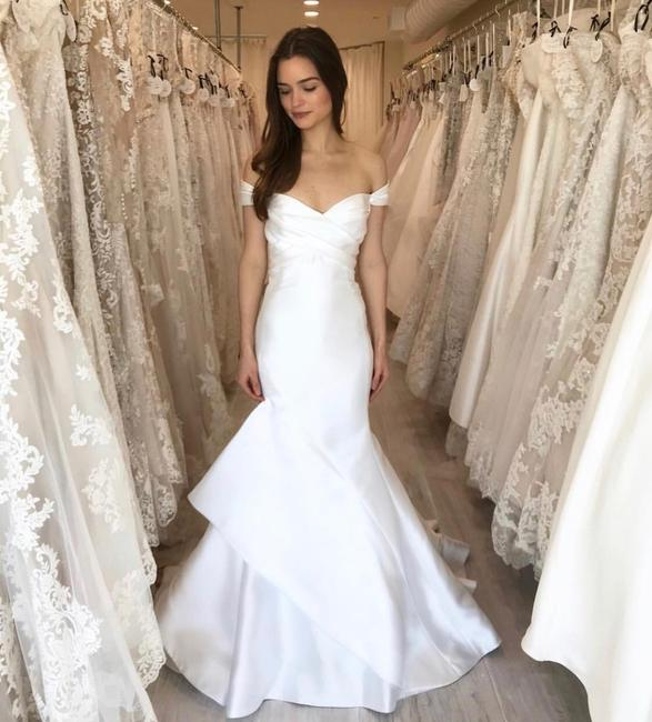 Item - Snow Mikado Carter Gown Style 4811 Traditional Wedding Dress Size 8 (M)