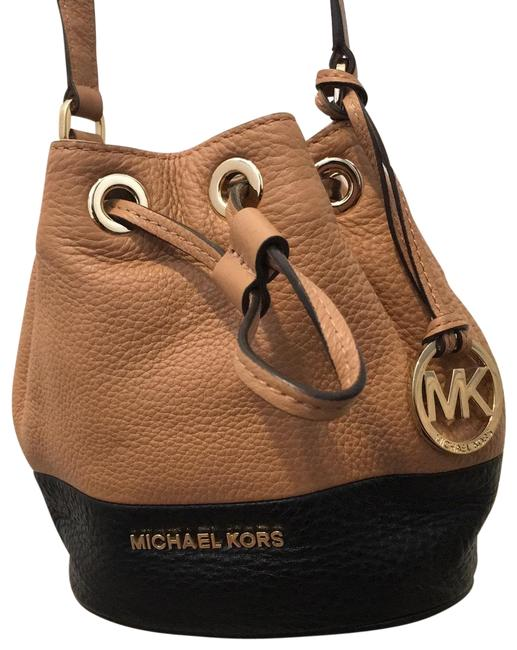 Item - Bucket Jules Light Brown and Black Leather Cross Body Bag