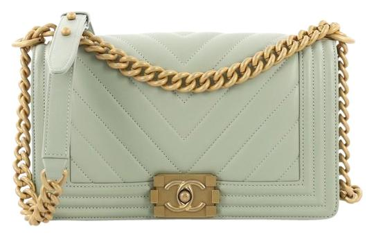 Preload https://img-static.tradesy.com/item/25890586/chanel-classic-flap-boy-chevron-lambskin-old-medium-pale-green-leather-shoulder-bag-0-1-540-540.jpg