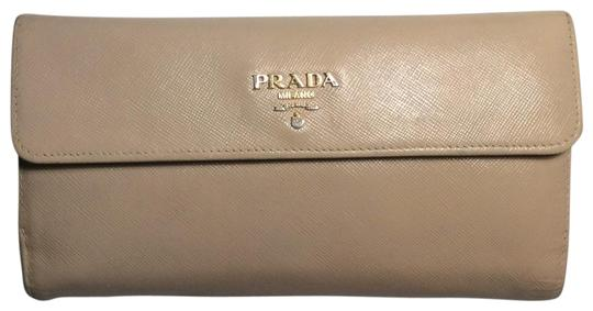 Preload https://img-static.tradesy.com/item/25890866/prada-creamtan-long-saffiano-wallet-0-1-540-540.jpg