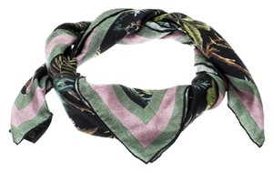 4faf306c16ce4 Gucci Scarves and Wraps - Up to 70% off at Tradesy
