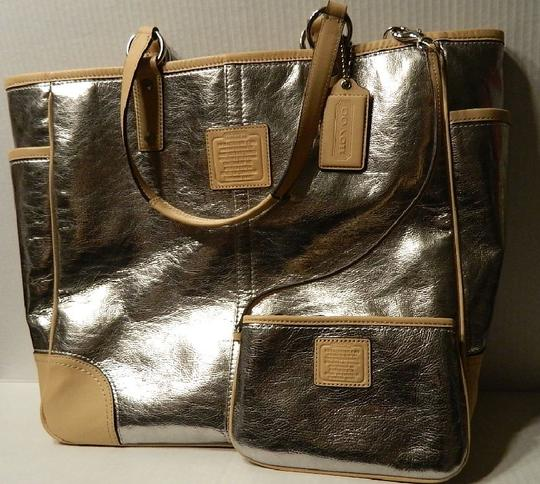 Coach Metro Leather And Wallet Set New Shoulder Tote in Metallic Silver/Natural/SV Image 4