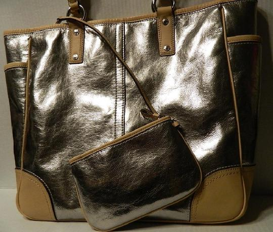 Coach Metro Leather And Wallet Set New Shoulder Tote in Metallic Silver/Natural/SV Image 5
