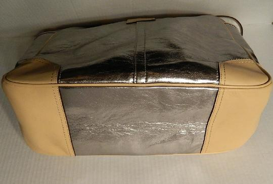 Coach Metro Leather And Wallet Set New Shoulder Tote in Metallic Silver/Natural/SV Image 6
