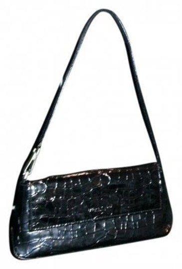 Preload https://item4.tradesy.com/images/kenneth-cole-faux-croc-patent-short-strap-black-leather-clutch-25893-0-0.jpg?width=440&height=440