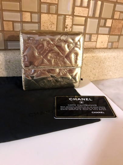 Chanel Rare Metallic Champagne Gold Patent Leather Compact Wallet Image 2