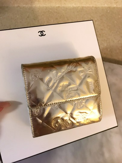 Chanel Rare Metallic Champagne Gold Patent Leather Compact Wallet Image 3