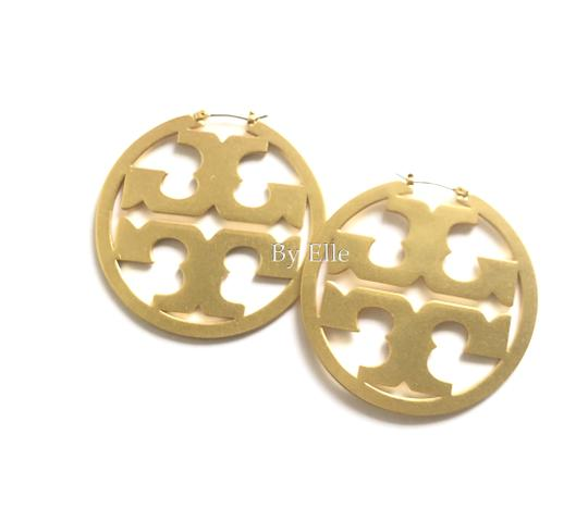 Preload https://img-static.tradesy.com/item/25895385/tory-burch-gold-t-miller-2-hoop-double-earrings-0-0-540-540.jpg