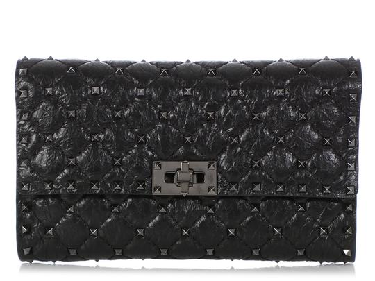 Preload https://img-static.tradesy.com/item/25896050/valentino-wallet-on-chain-rockstud-spike-quilted-black-leather-cross-body-bag-0-0-540-540.jpg