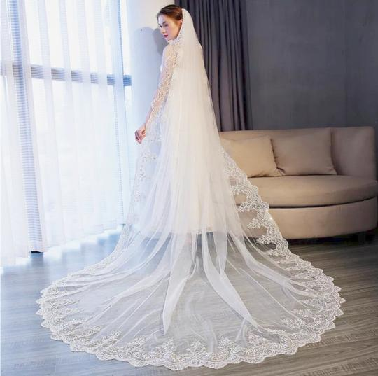Long New White/Ivory 4m/13ft 1t Lace Edge Cathedral Bridal Veil Image 3