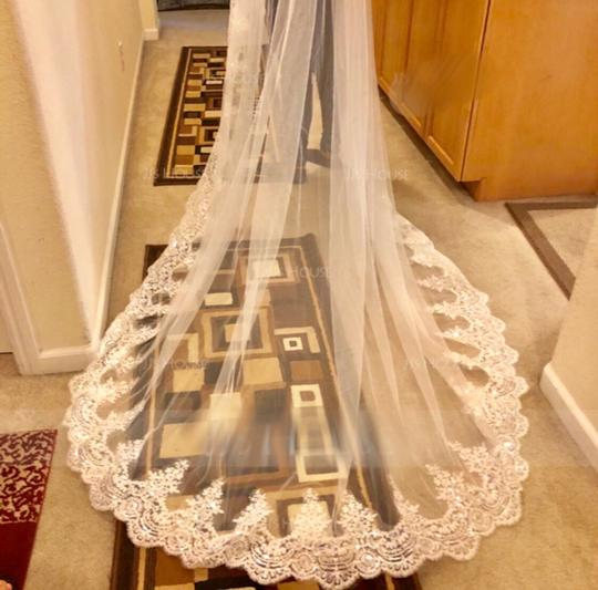Long New White/Ivory 4m/13ft 1t Lace Edge Cathedral Bridal Veil Image 4