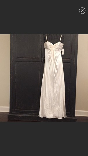 Preload https://img-static.tradesy.com/item/25897103/laundry-by-shelli-segal-ivory-silk-modern-wedding-dress-size-4-s-0-0-540-540.jpg