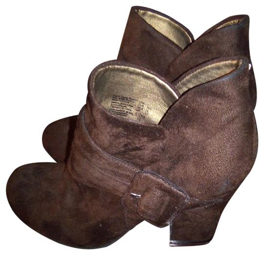Preload https://img-static.tradesy.com/item/25897202/american-eagle-outfitters-brown-suede-ankle-bootsbooties-size-us-7-regular-m-b-0-1-540-540.jpg