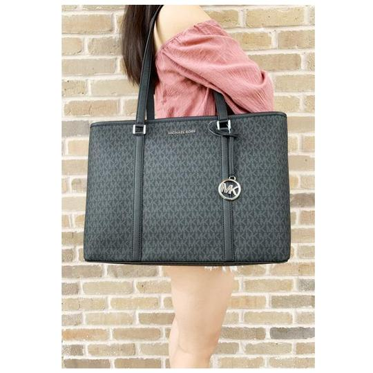 Michael Kors Womens Tote in Black Image 2