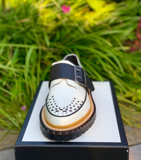 Burberry Leather white and black Flats Image 1