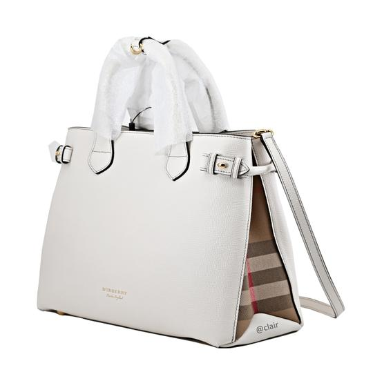Preload https://img-static.tradesy.com/item/25897649/burberry-medium-banner-and-house-check-natural-leather-satchel-0-2-540-540.jpg