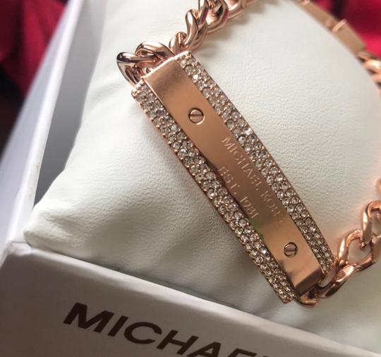 MICHAEL Michael Kors NEW WITH TAGS 100% AUTHENTIC MICHAEL KORS Women's MK Logo Plaque Rose Gold Tone Stainless Steel Chain Bracelet Image 1