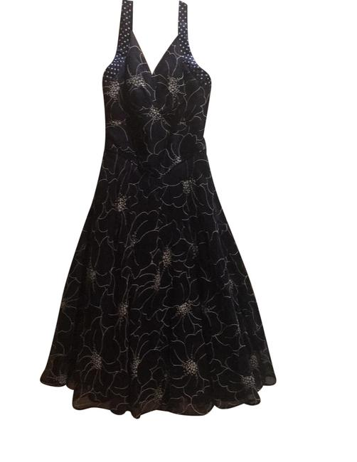 Preload https://img-static.tradesy.com/item/25897709/navy-and-white-mid-length-cocktail-dress-size-4-s-0-1-650-650.jpg