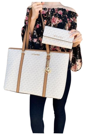 Preload https://img-static.tradesy.com/item/25897719/michael-kors-sady-large-multifunctional-top-zip-mk-acorn-vanilla-tote-0-1-540-540.jpg