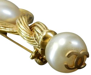 Chanel Chanel vintage cc logo gold plated pearl pin brooch
