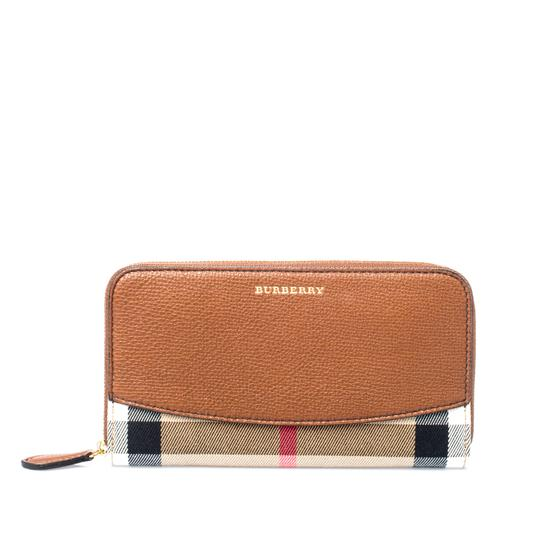 Preload https://img-static.tradesy.com/item/25898101/burberry-brown-house-check-canvas-and-leather-elmore-zip-round-wallet-0-0-540-540.jpg