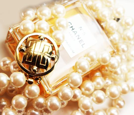 Givenchy Givenchy Triple Strand White Pearl Choker with Logo Clasp Image 3