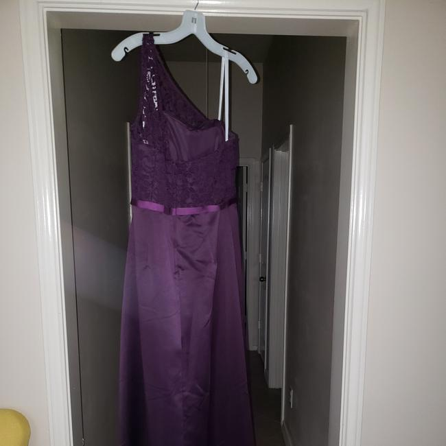 Item - Plum Satin Ven Formal Bridesmaid/Mob Dress Size 10 (M)