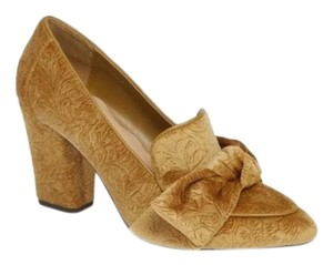 Bella Vita gold Pumps