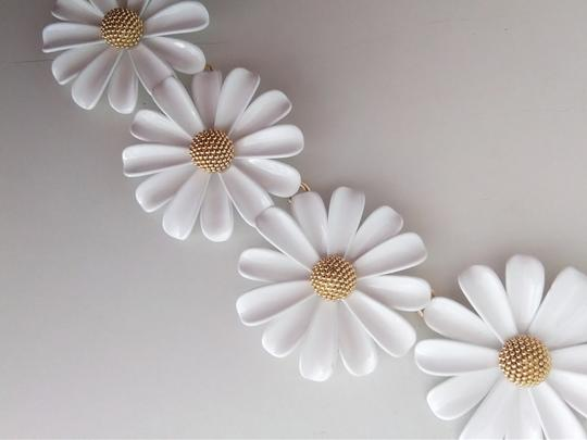 Kate Spade Kate Spade New White Daisy Necklace Image 1