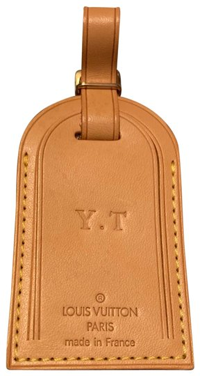 Preload https://img-static.tradesy.com/item/25907917/louis-vuitton-camel-speedy-luggage-suitcase-name-or-address-tag-0-1-540-540.jpg