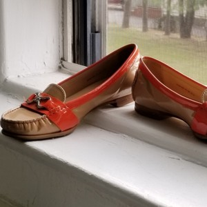 Cole Haan Tand and Orange Flats