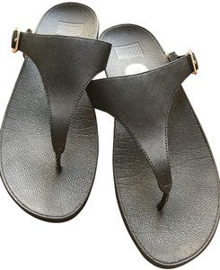 competitive price faed6 10789 FitFlop Black Buckle Leather Toe-thong Sandals Size US 9 Regular (M, B) 56%  off retail