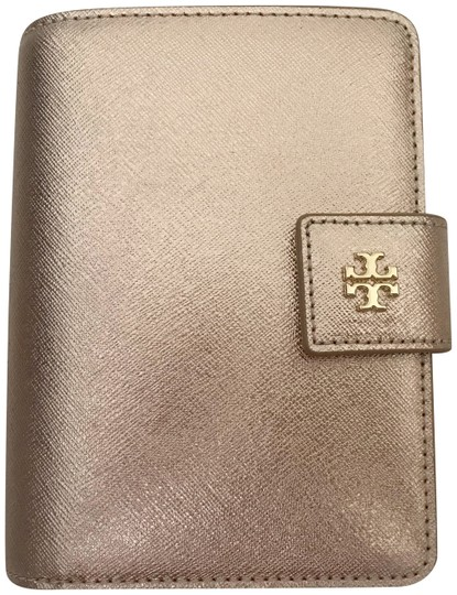 Preload https://img-static.tradesy.com/item/25912294/tory-burch-light-rose-gold-robinson-french-saffiano-leather-wallet-0-1-540-540.jpg