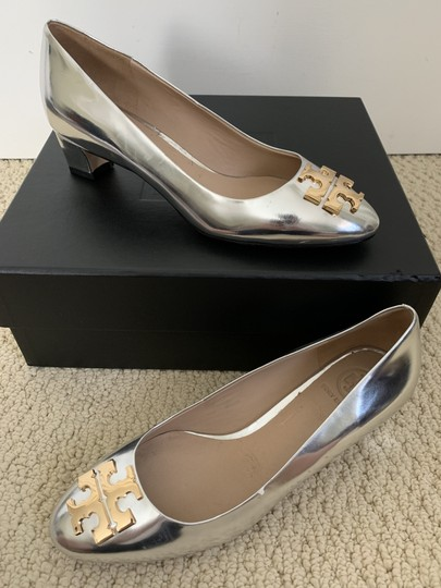 Tory Burch Logo Metallic Gold Silver Pumps Image 10