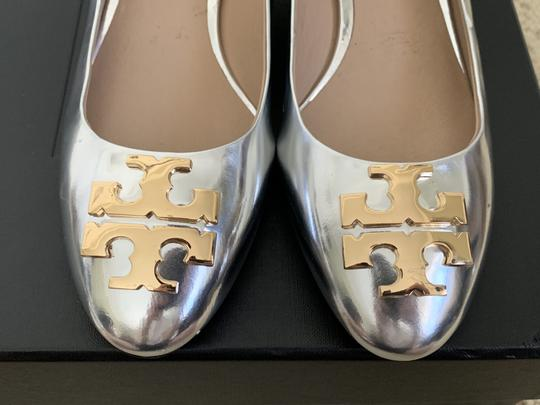 Tory Burch Logo Metallic Gold Silver Pumps Image 2