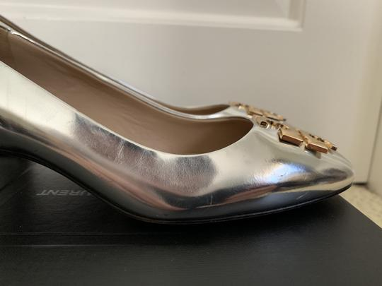 Tory Burch Logo Metallic Gold Silver Pumps Image 7
