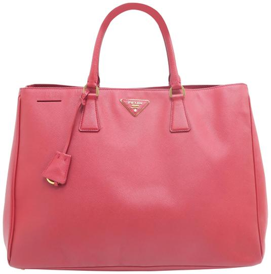 Preload https://img-static.tradesy.com/item/25913031/prada-lux-large-saffiano-red-calfskin-leather-tote-0-1-540-540.jpg