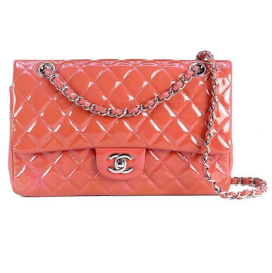Preload https://img-static.tradesy.com/item/25913184/chanel-double-flap-classic-coral-patent-leather-shoulder-bag-0-6-540-540.jpg