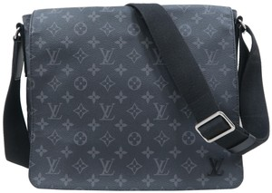 Louis Vuitton Lv Monogram Canvas District Black Messenger Bag