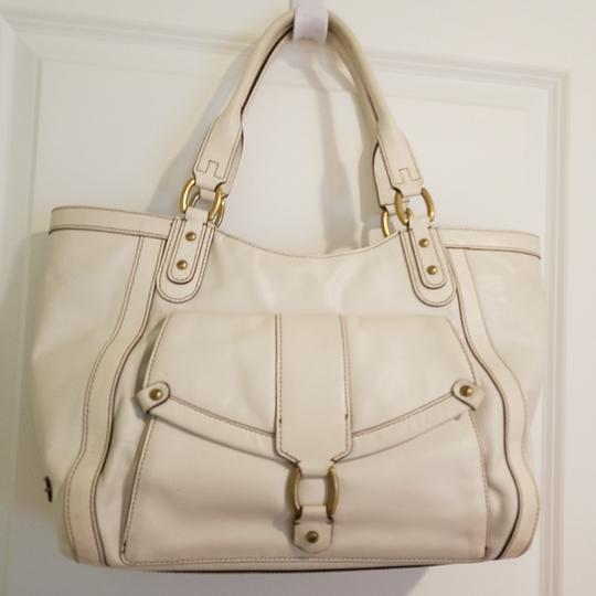 Preload https://item3.tradesy.com/images/cole-haan-white-leather-tote-25914497-0-0.jpg?width=440&height=440